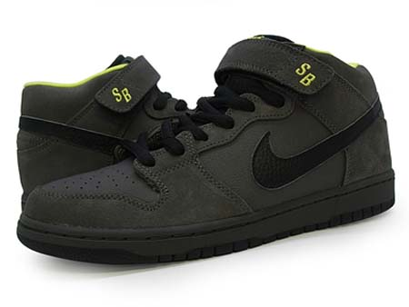 "4938b75bf575 Nike SB Dunk Mid Batman----the classic of ""batman"" - Nike Dunk High Tops  Shoes"